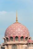 Kupolen av den Putra moskén Arkivfoto