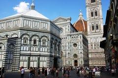 Kupolen av Florence och Baptiseryen Arkivbilder
