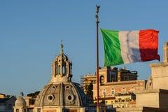 Kupolen av kyrkan av Santa Maria di Loreto göras av en lärjunge av Michelangelo - Jacopo del Duca Kyrkan krönas arkivfoton
