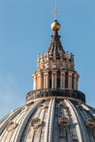 Kupolen av St Peter i Rome italy detaljer arkivfoto