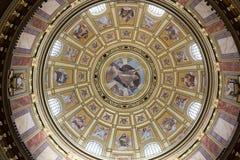 Kupolen inom St Stephen Cathedral Budapest Ungern royaltyfria bilder