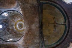 Kupolen och absid med korset i Hagia Irene kyrktar Arkivbilder