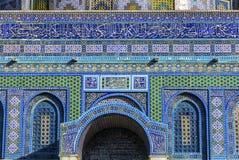 Kupolen vaggar den islamiska tempelmonteringen Jerusalem Israel för islamiska garneringar Royaltyfri Bild