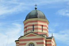 Kupoler av den ortodoxa kloster, serbisk kloster Royaltyfri Bild
