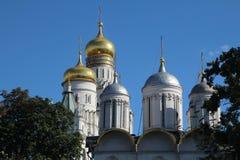 Kupoler av domkyrkor i MoskvaKreml arkivbilder