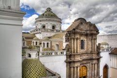 Kupoler av en domkyrka i Quito Arkivbild
