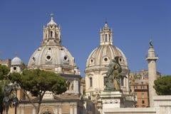 Kupoler av Santa Maria di Loreto och Nome di Maria Rome, Italien, Europa Arkivbilder