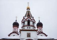 Kupoler av Trinity kyrktar i gammala Cheremushki. Moscow. Royaltyfria Bilder