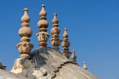 Kupoler och tornspiror av det Nahargarh fortet i Jaipur Royaltyfri Foto