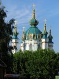 Kupolerna av en ortodoxkyrka Arkivfoto