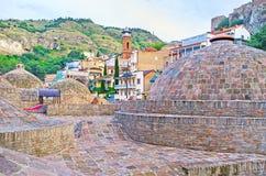 Kupolerna av gamla Tbilisi bad Arkivfoto