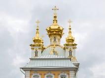Kupolerna av Peter och Paul Church, Peterhof slott peterhof Arkivbilder