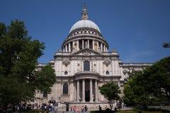 Kupolformigt tak av St Pauls Cathedral, London royaltyfria bilder