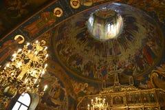 Kupolinre för kristen kyrka arkivbilder