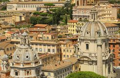 Kupolkyrkor av Santa Maria di Loreto och Santissimo Nome di M arkivbilder