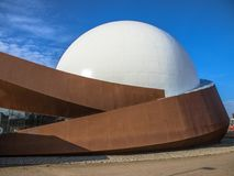 Kupolteateryttersida med den vita kupolen Arkivbild