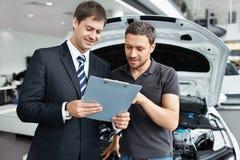 Kupować samochód obrazy stock