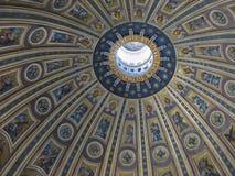 Kuppel von St. Pete Cathedral Stockfotografie