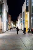 Kupujący przy nocą Na zewnątrz John Lewis obraz royalty free