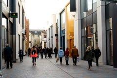 Kupujący w Boind ulicie Chelmsford obrazy stock