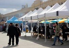 Kupujący Wyszukują przy Smorgasburg, Loa Angeles Obraz Stock