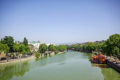 Kura River i Tbilisi, Georgia Arkivbild