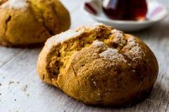 Kurabiyesi et thé/biscuit turcs de Sam de biscuits avec l'orange et le sucre Image stock