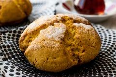 Kurabiyesi et thé/biscuit turcs de Sam de biscuits avec l'orange et le sucre Images libres de droits