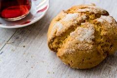 Kurabiyesi et thé/biscuit turcs de Sam de biscuits avec l'orange et le sucre Photographie stock libre de droits