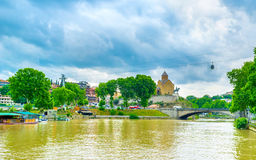 Kuraet River i Tbilisi Royaltyfri Fotografi