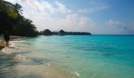 Kuramathi, het witte zandige strand van de Maldiven royalty-vrije stock foto