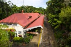 Kuranda järnvägsstation, plattform 1 arkivbilder