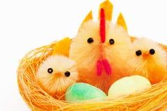 kurczaków Easter karmazynki gniazdeczko zdjęcie royalty free