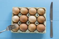 Kurczaków jajka w jajecznej filiżance Fotografia Stock