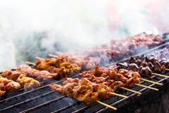 Kurczaków kawałki piec na grillu zdjęcie royalty free