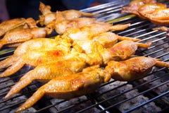 Kurczaków skrzydła faszerowali z ryż na BBQ stojaku Obrazy Stock