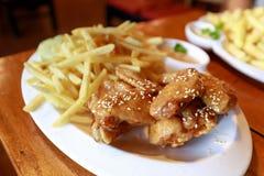 Kurczak i dłoniaki na stole zdjęcie stock