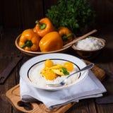 Kurczak obdziera z ryżowym i słodkim mirabelki w curry'ego kumberlandzie Zdjęcie Royalty Free