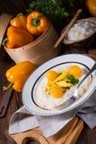 Kurczak obdziera z ryżowym i słodkim mirabelki w curry'ego kumberlandzie Obrazy Royalty Free