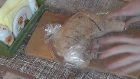 Kurczak Pakuje w pakunku dla piec zbiory wideo