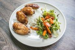 Kurczak piec na grillu z sałatką Fotografia Royalty Free