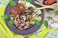 Kurczak piec na grillu zucchini i pomidory zdjęcia stock