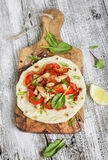 Kurczak pierś, czerwoni pieprze i domowej roboty tortilla, cebule Fotografia Stock