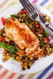 Kurczak pierś z smażonymi warzywami Fotografia Royalty Free