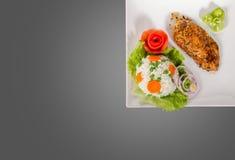 Kurczak polędwicowy na talerzu obrazy stock
