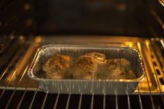 Kurczak w piekarniku zdjęcia stock