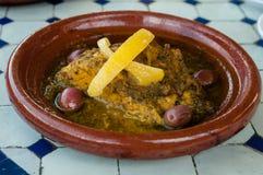 Kurczak z oliwkami i cytryną Fotografia Stock