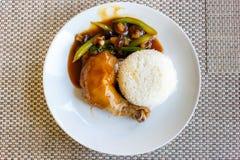 Kurczak z ryż i pieczarkami sałatkowymi obraz stock