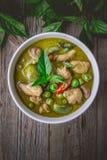 Kurczak zieleni curry z składnikami, Tajlandzka kuchni tradycja i Fotografia Royalty Free