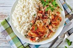 Kurczaka fricassee na talerzu z ry? zdjęcie royalty free
